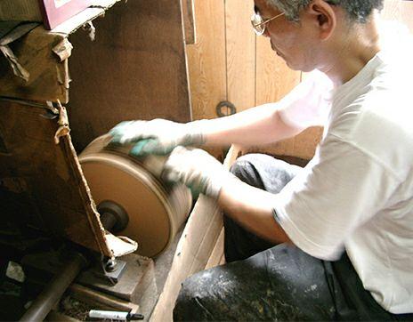 職人の手作り下駄の製造工場を見学