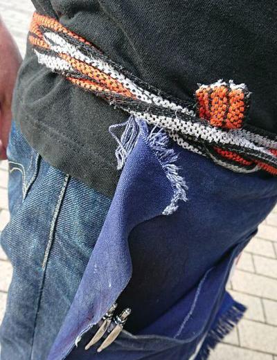 古いボロボロの前掛けエプロンの紐(ひも)を新品に取り替え補修