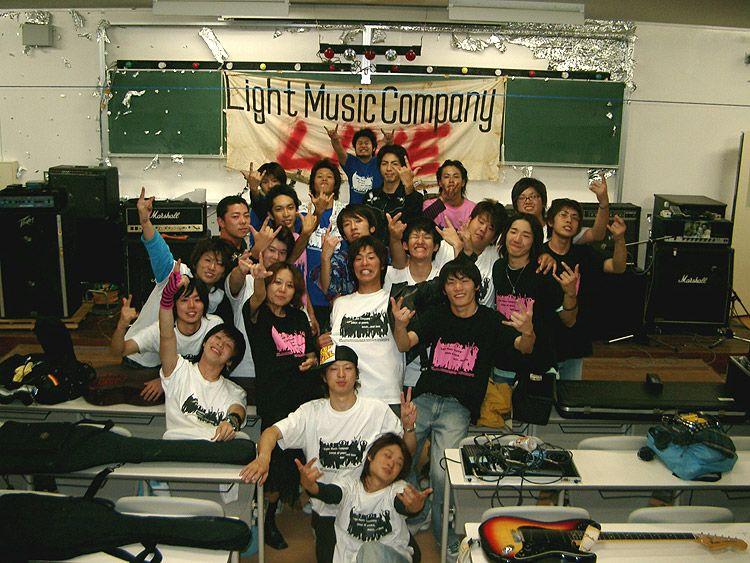 西日本工業大学様の文化祭用Tシャツの着用写真