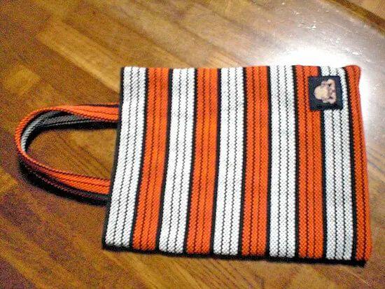 お客様からこんな和風リメイクバッグを製作したと連絡いただきました。紐だけで作り上げてるパターンは初めてではないでしょうか。<br>お客様が作られた作品なので、どうやって作ったのか分かりませんが、これはお洒落すぎて素敵ですね♪