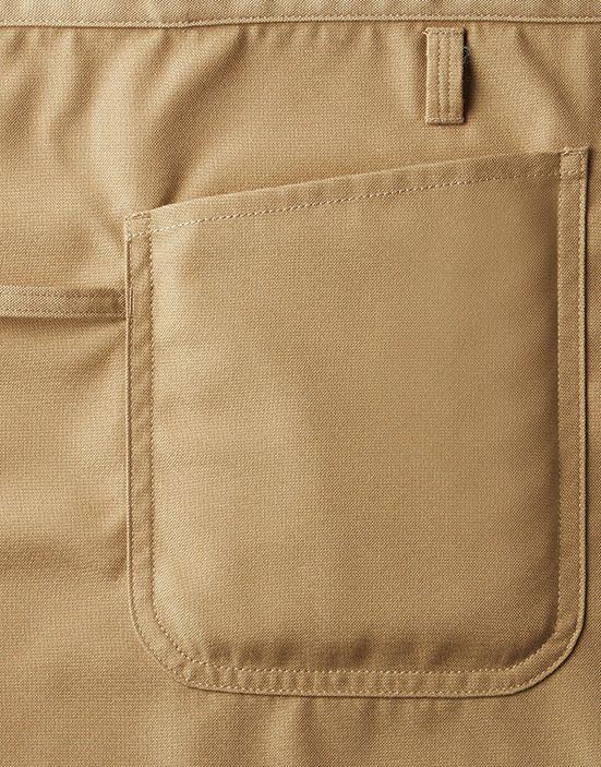 伝票が入る大きめサイズのサイドポケットとトーションループ(※)が右脇についてます。 (※)トーションループとは、ウェイターがサービスの時に持つタオル