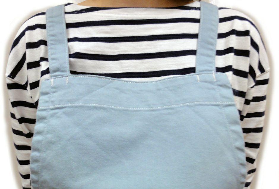 ブルー着用の胸元アップ画像