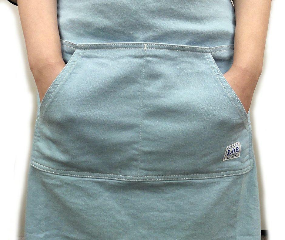 出し入れしやすい斜めポケットも付いてます。