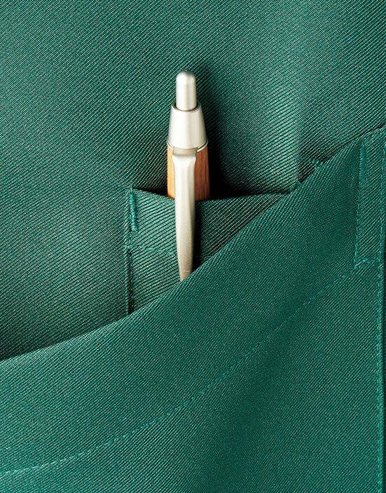 右側ポケットにはペン挿し用の小さなポケット付き