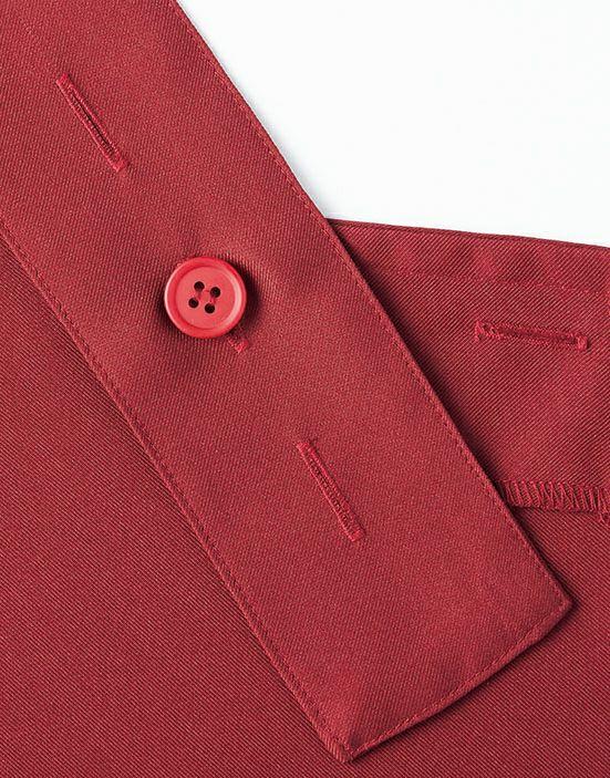 背中の紐はH型で、ボタンの留め方で3サイズに対応可能