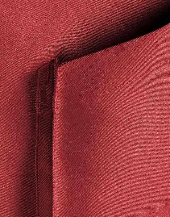 ポケットに広めのマチが付いているので収納に便利です。