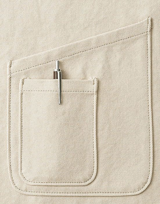 収納力抜群の大小2種類のポケット