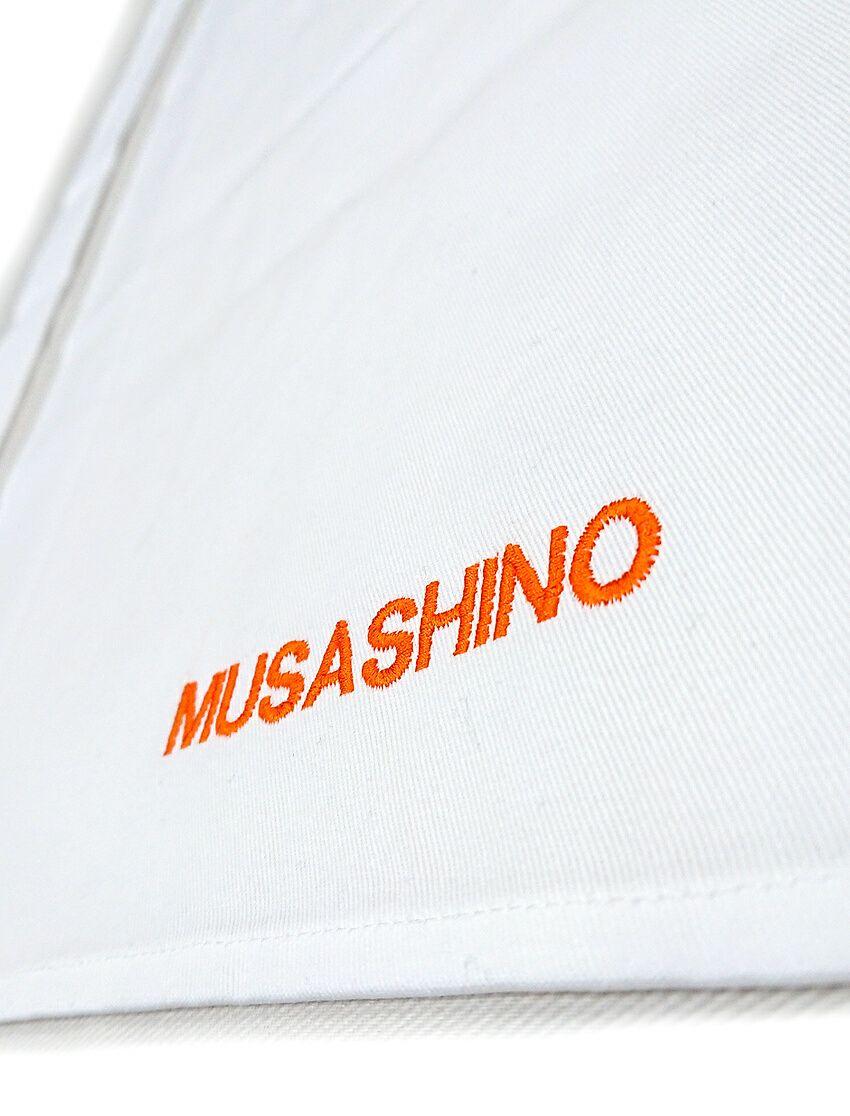 ネーム刺繍部分のアップ写真です。<br>オレンジのアルファベット文字が目立ってすごく良い出来上がり具合♪