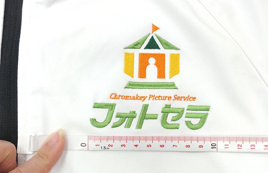 フォトセラ様のロゴ刺繍アップ写真