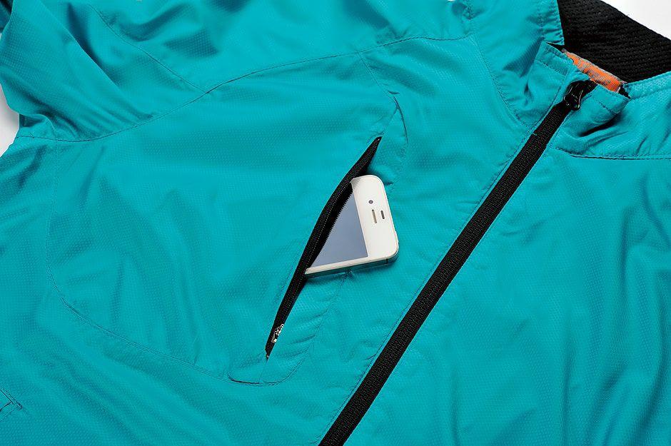 右胸のファスナーポケット部分