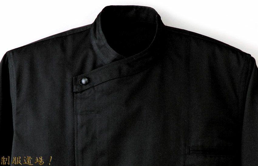黒コックコートのアップ写真