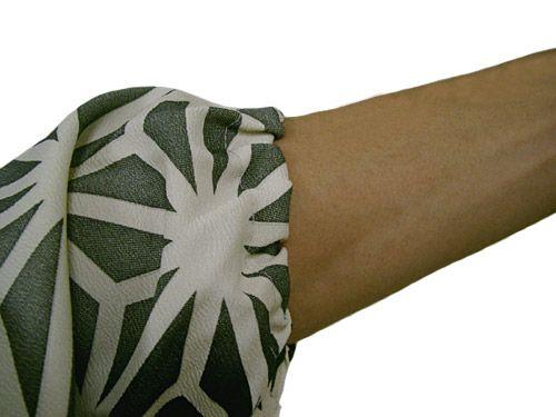 袖部分にはこんな感じでゴムが入っているので作業がしやすく作られてます!