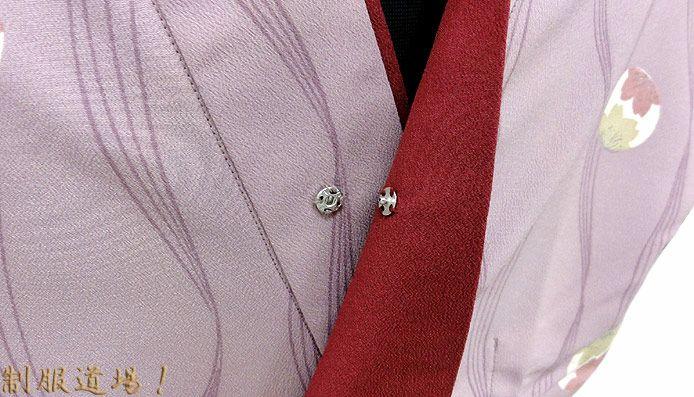 前エリ部分にボタン付きです。 ↑着崩れ防止や前えり部分がはだけないようにする為のボタン。