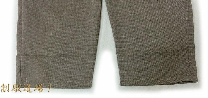 ズボンのスソ部分にはヒモは付いてないです。