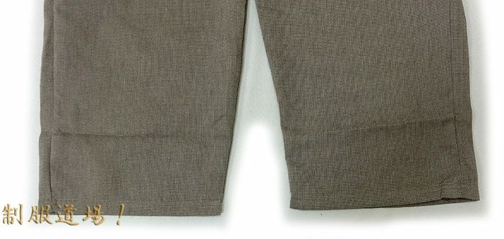 ズボンのスソ部分にはヒモは付いてません。