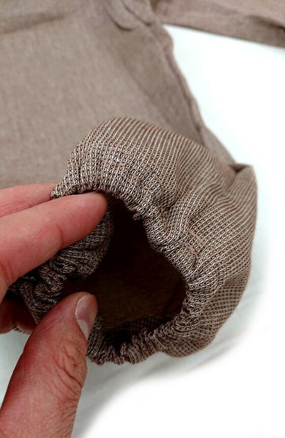 袖口のゴム入り加工部分のアップ写真