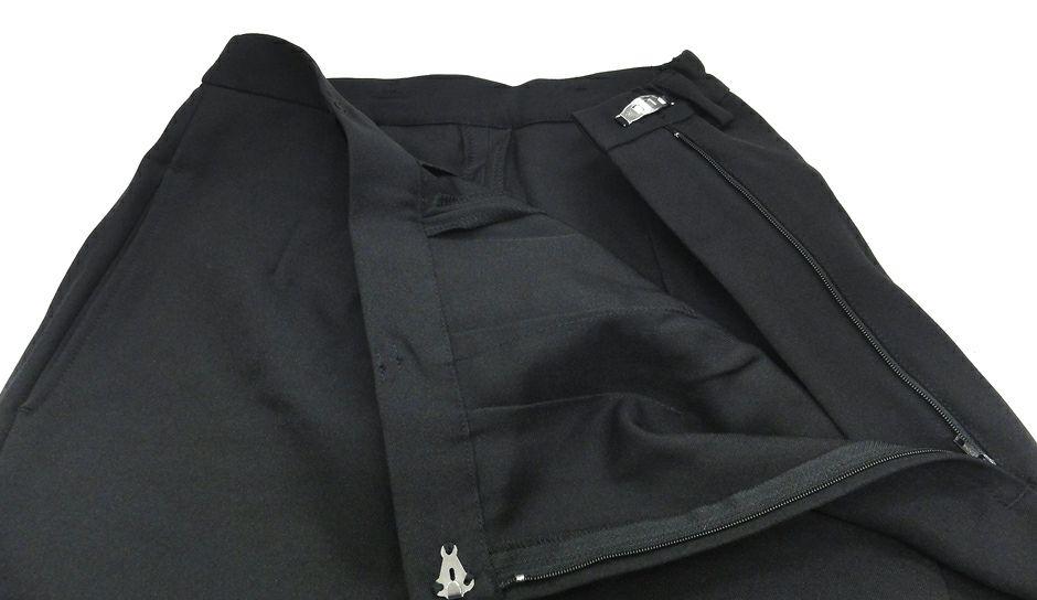 着用時、左腰部分にホックとファスナーがあり、ラップ部分と一体化しています。