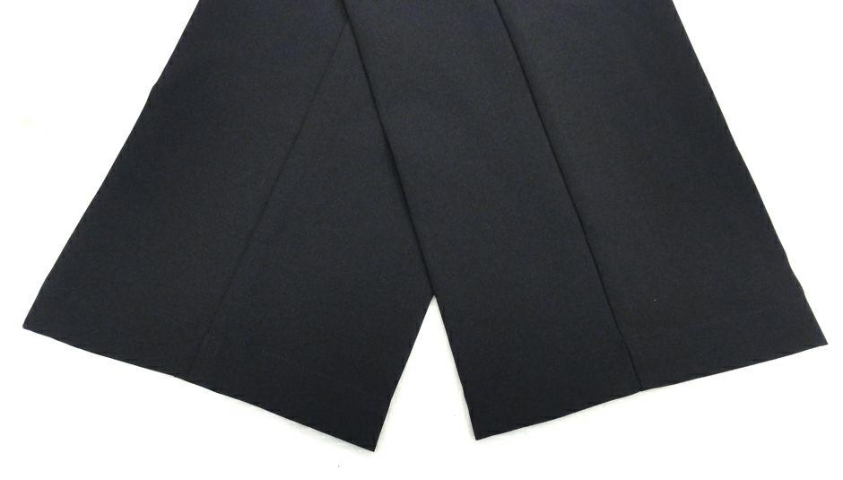 こちらはカラー番号【#010】ブラックの裾上げ加工済品です。