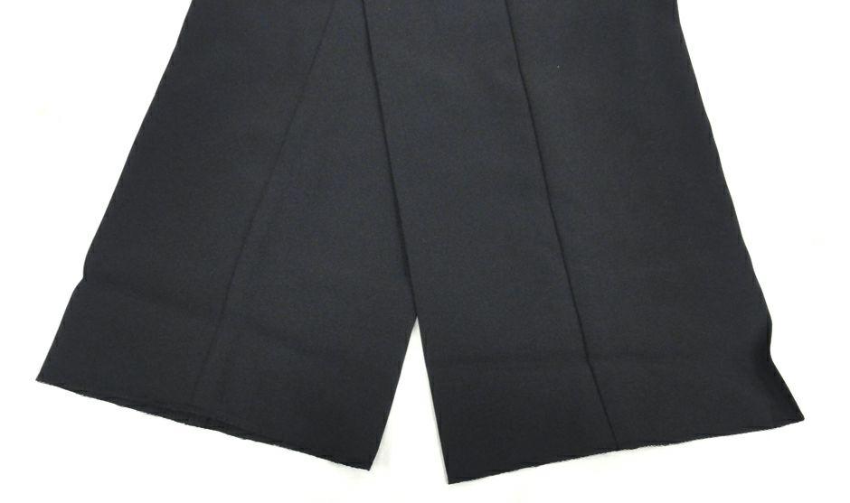 こちらはカラー番号【#910】ブラックの裾上げ加工未のハーフ仕様品です。