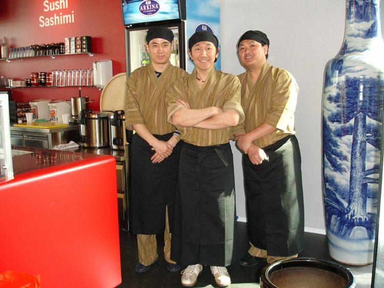 ユニフォーム着用事例:スイスのお寿司屋さま