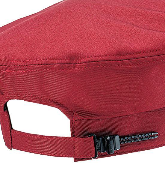 後ろのベルトで簡単にサイズを調整することができます。