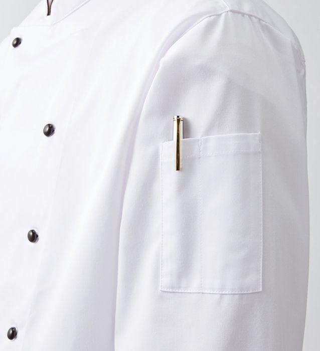 左袖にはペン差し用のポケットがあります。