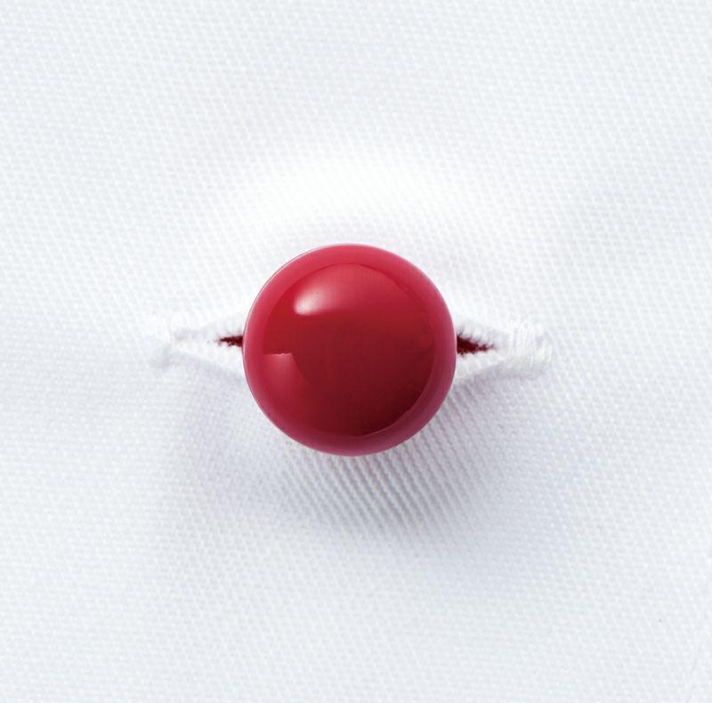 クラフィッターボタンのボルドーのアップ写真です。