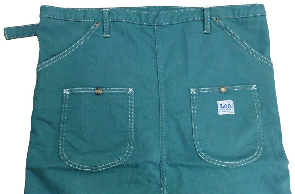 サイドにポケット2つと、フロントにポケット2つ多数付いてます。