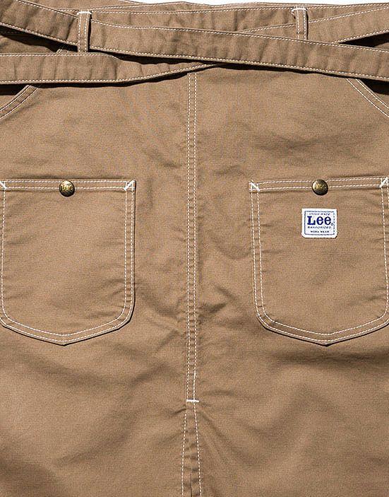 フロントの大きく機能的なパッチポケット