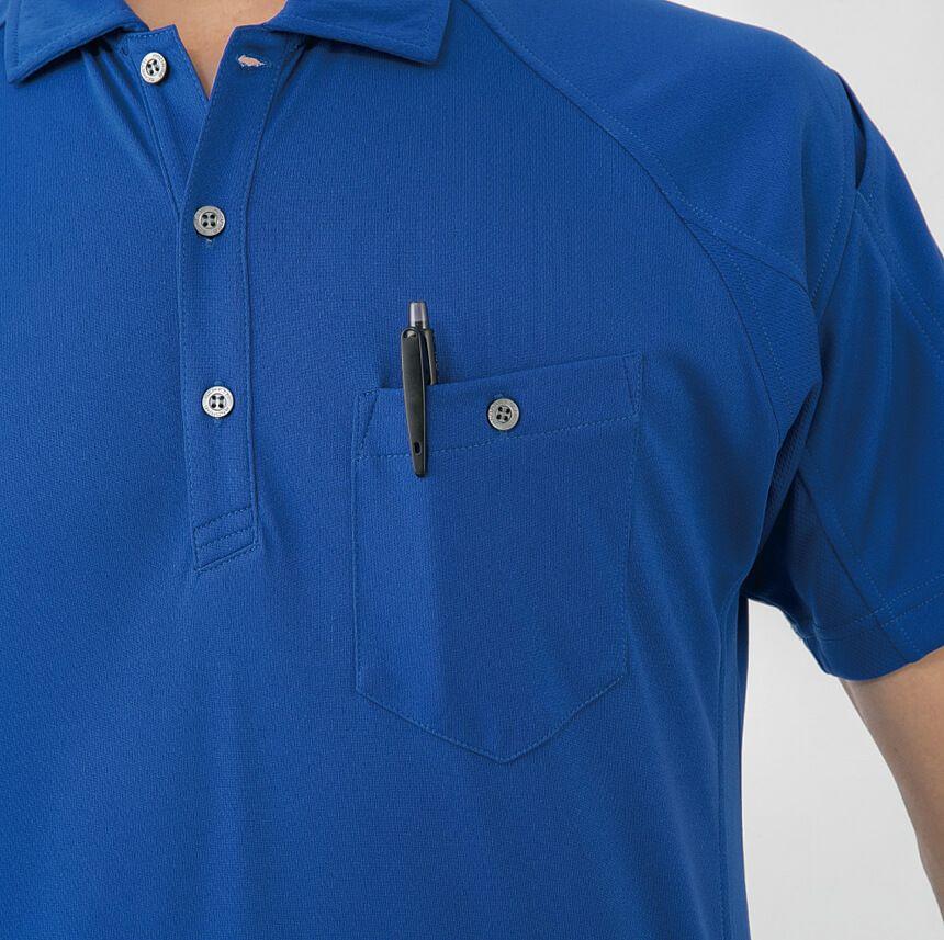 ボタン付きの左胸ポケット