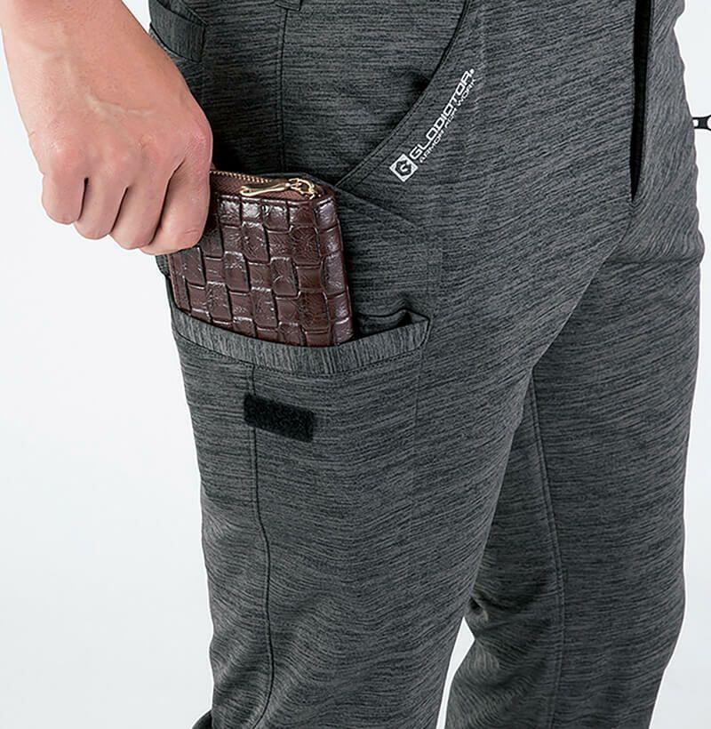 長財布が入る大きなサイドのカーゴポケット付き