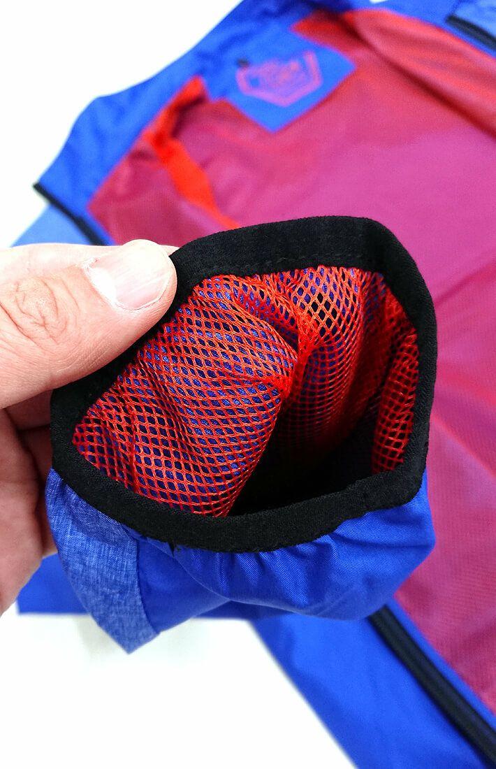 袖の内側もメッシュ生地を採用しています。