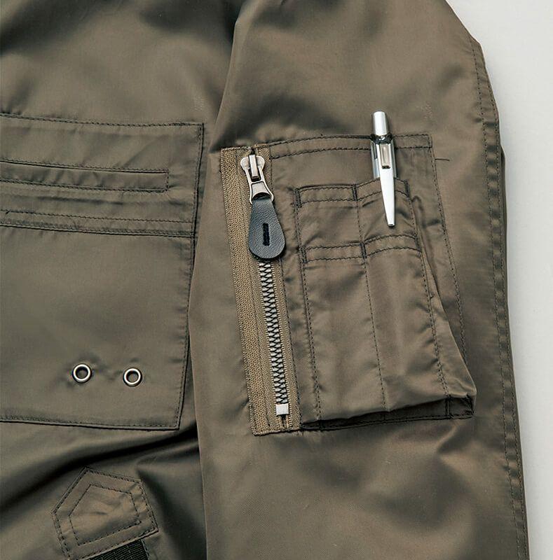 左袖のポケット部分