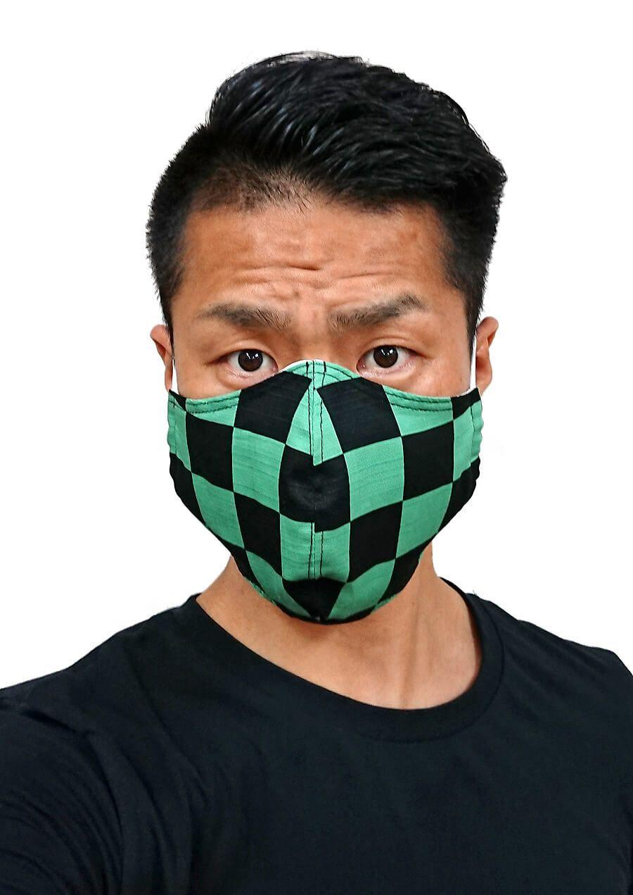 実際に和柄マスクを店長が着用してみました。