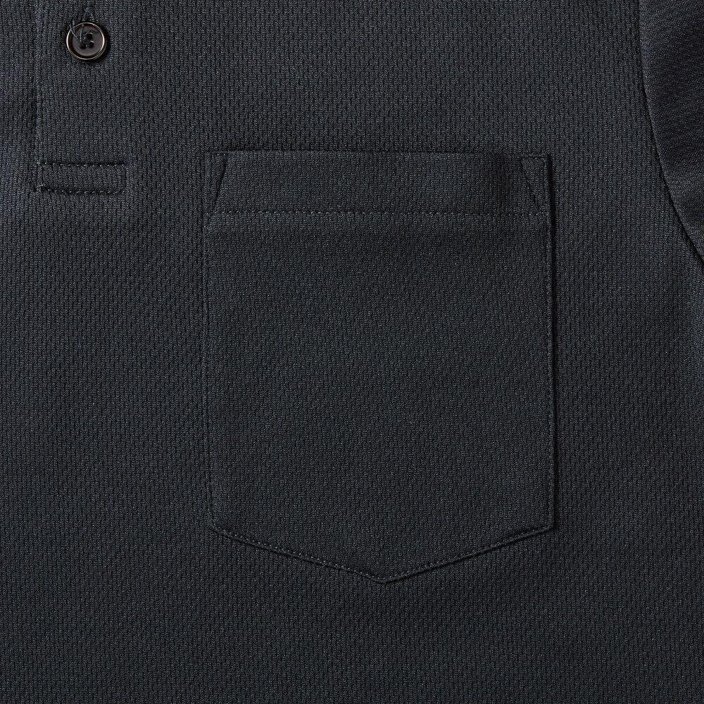 左胸には横約11cm×縦約13.5cmのポケットがついてます。
