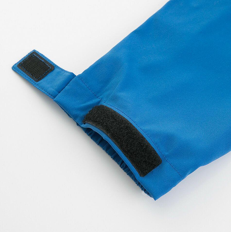 袖口部分はマジックタイプで調整が可能です。
