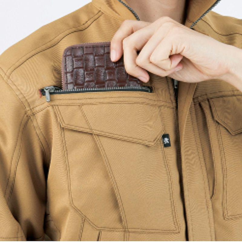 長財布も入る右胸ポケット